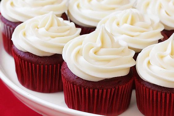 red-velvet-cupcakes1.jpg